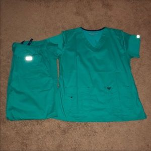 NWOT Green Med Couture Scrubs size L